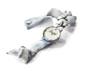 שעון במגוון צבעים וטקסטורות