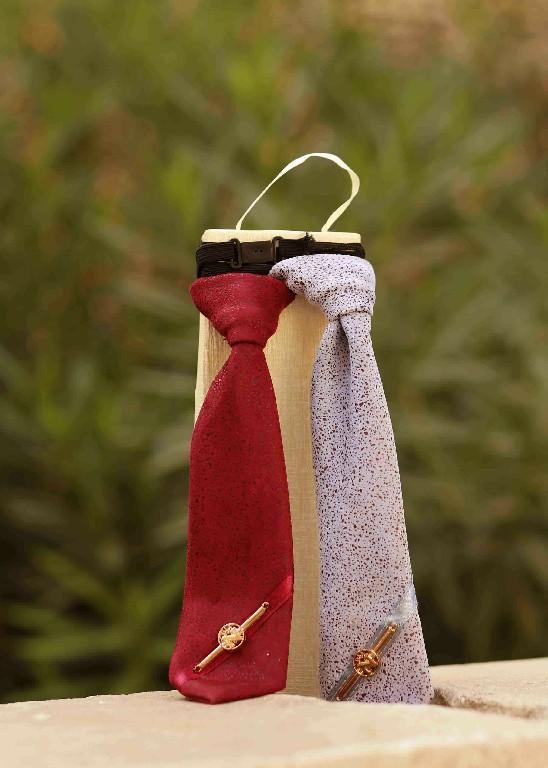 עניבה במגוון צבעים