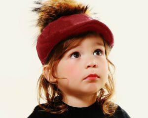 כובע קסקט בנים בורדו+פונפון